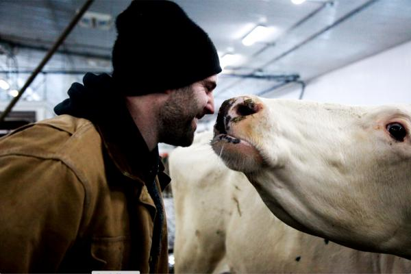 Our farmers explains what Canadian milk and the blue cow logo mean to them