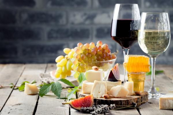 Grapes, cheeses and glasses of wine