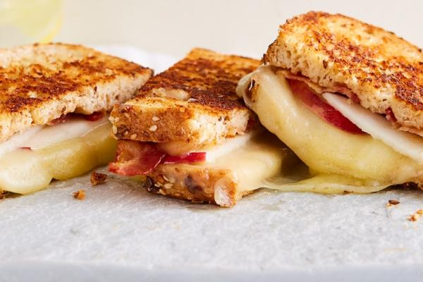 cinnamon apple butter grilled cheese