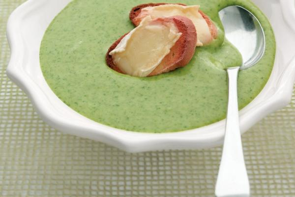 cream of potato and spinach soup with brie croutons