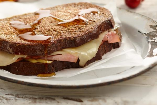monte cristo brunch sandwich