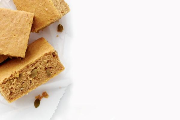 pumpkin spice snacking cake