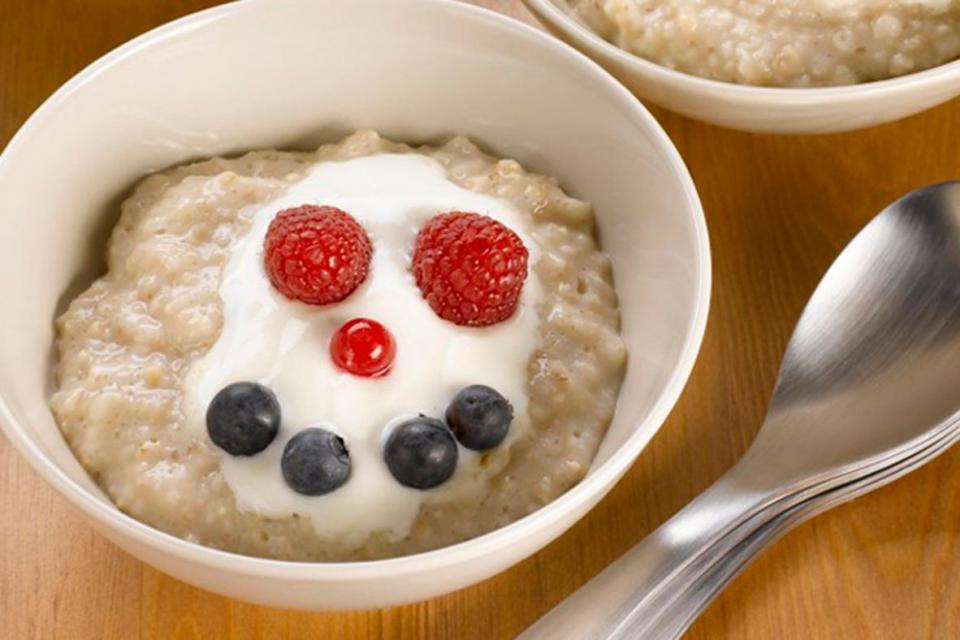 Oatmeal, yogurt and berries