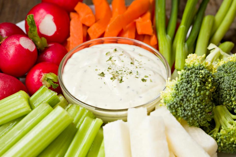 Raw vegetables and yogurt dip