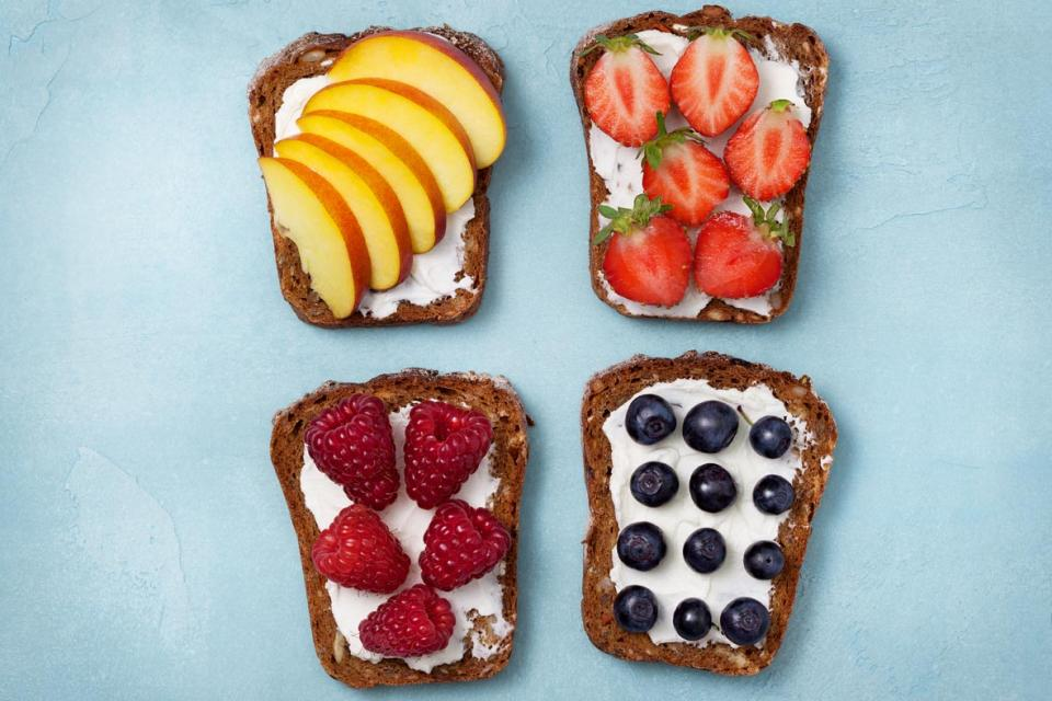Whole grain bread, ricotta cheese and fruit