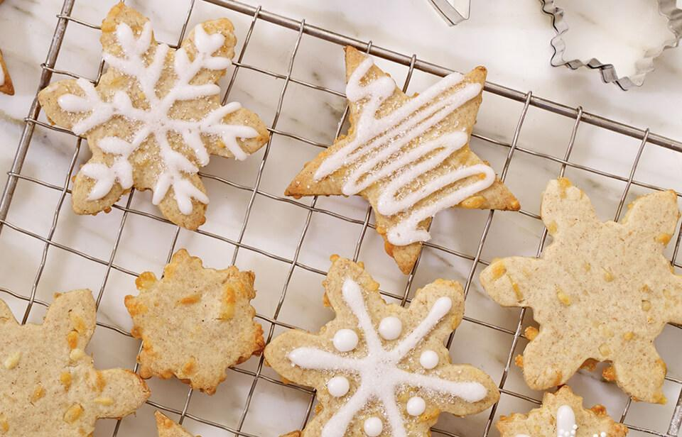 Gingerbread snowflakes with Cheddar