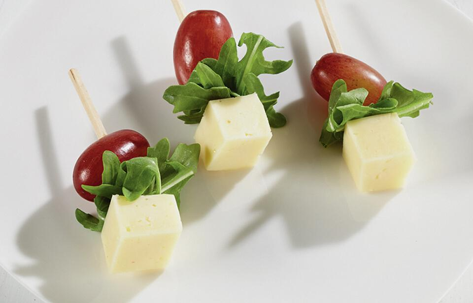 Grape, gouda and arugula skewers