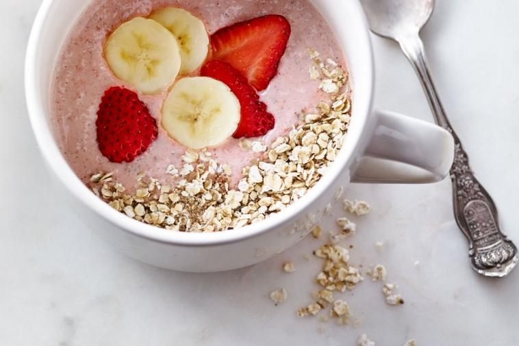 breakfast muesli smoothie bowl