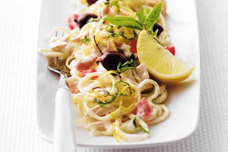 fettuccine with tuna and fresh tomatoes
