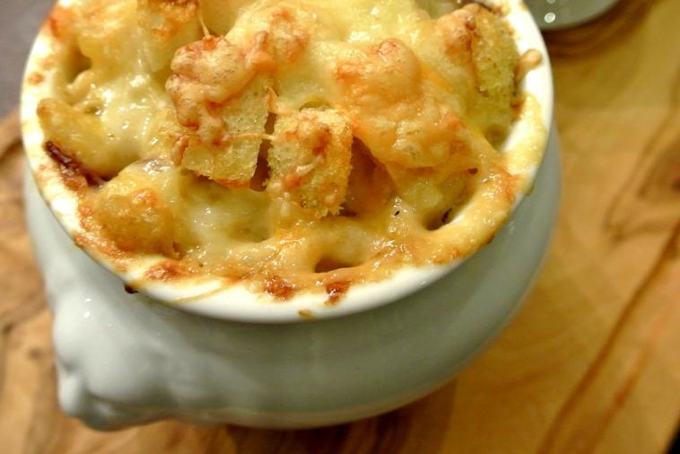 french onion mac cheese